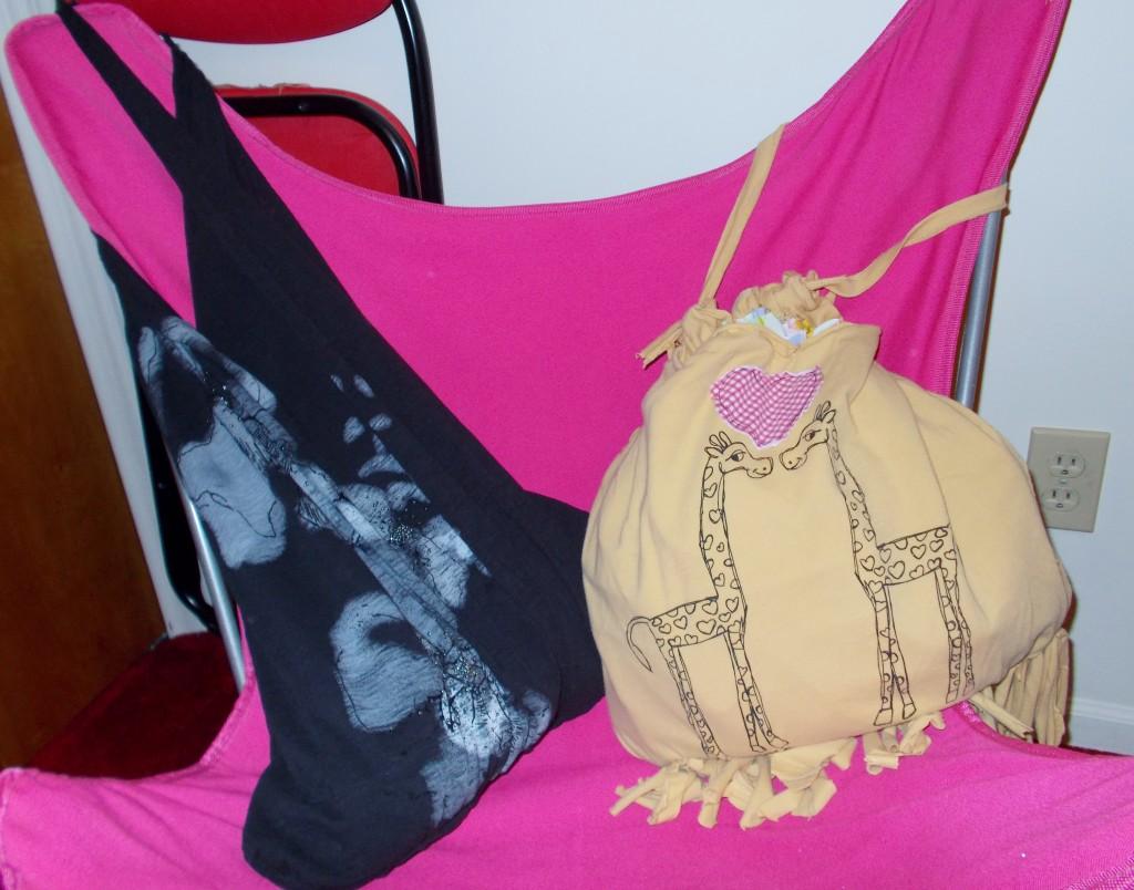 giraffe-and-black-purse